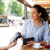 Pagar em dinheiro o vale-alimentação ou vale-refeição